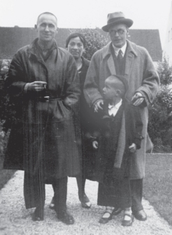 Brecht, Weigel and Stefan Brecht, Berlin 1932